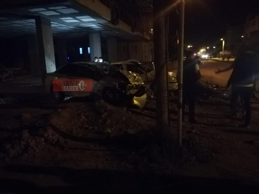 Aksaray'da şüpheli aracı kovalayan polis ekibi kaza yaptı
